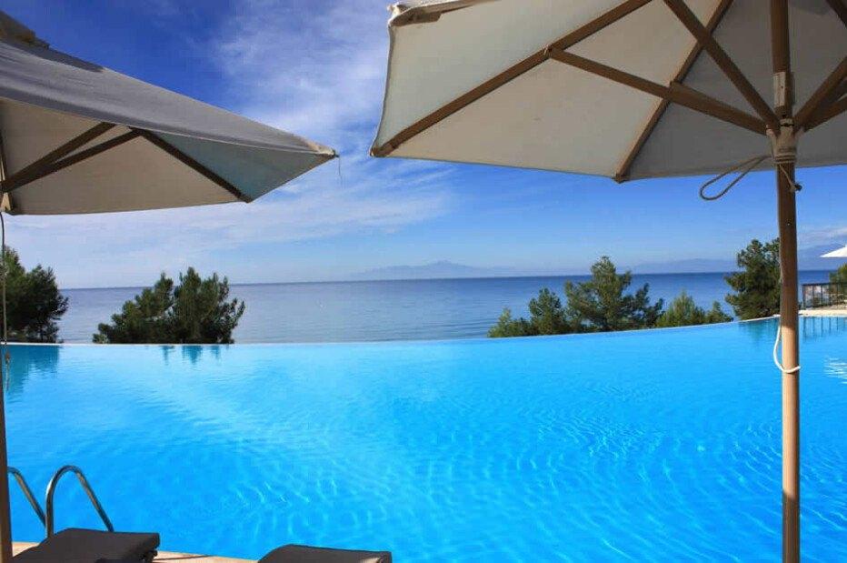 Hotel infinity pool  Die besten Award Hotels für Ihren Infinity Pool in Griechenland 2017